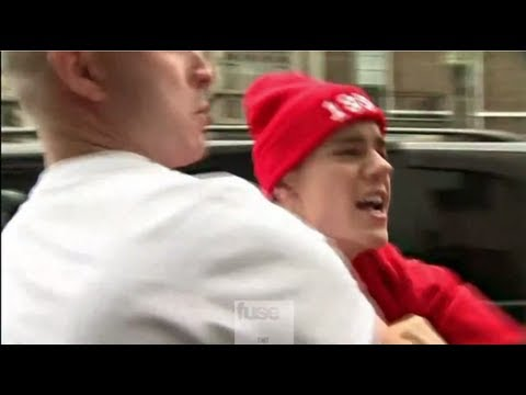Justin Bieber Goes After the Paparazzi!